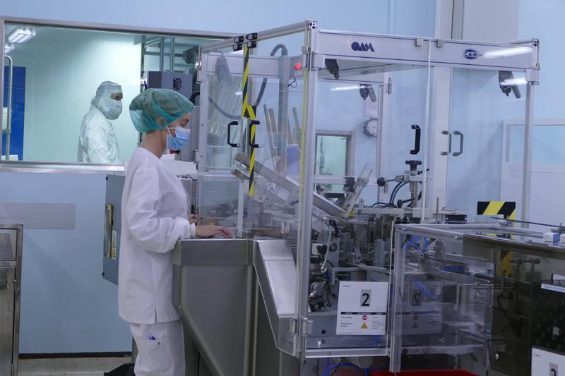 trabajadores de farmasierra en la fábrica